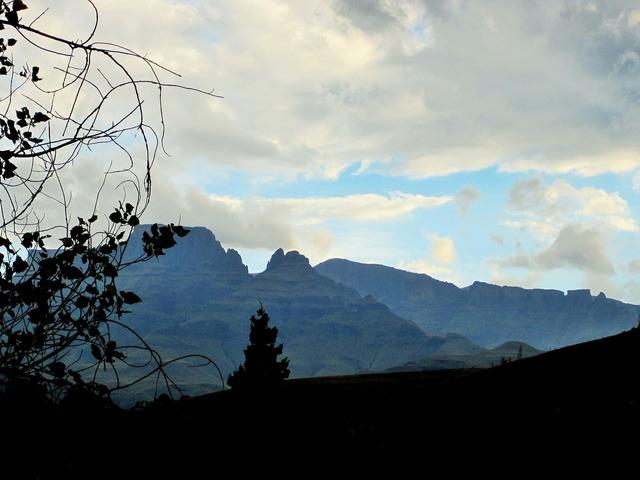 Drakensberg mountains mountains far.