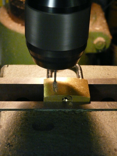 Drill milling machine drilling.