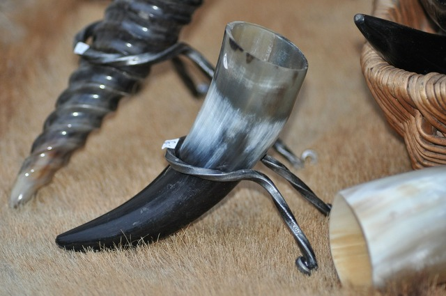 Drinking horn middle ages market.