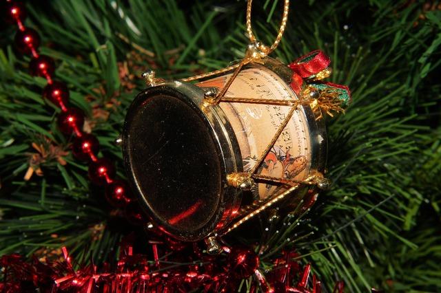 Drum tannenbaumschmuk christmas.