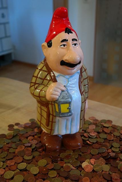 Dwarf man in the money, people.