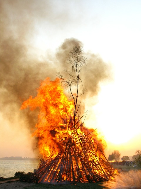 Easter fire elbe fire.
