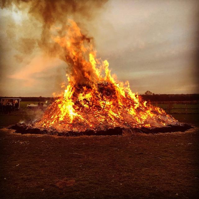 Easter fire fire sickte.