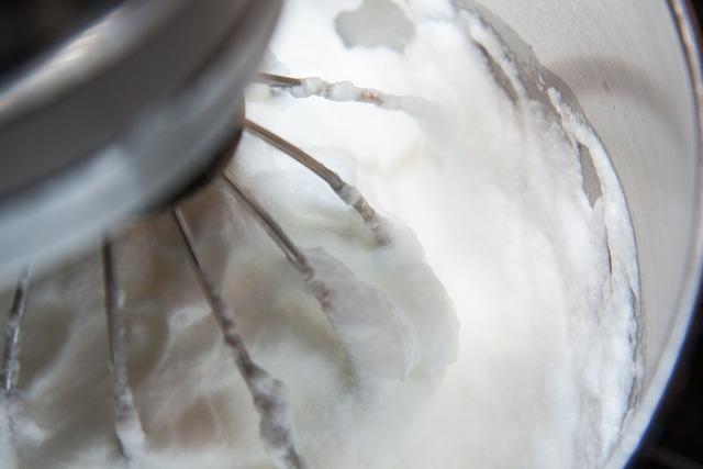 Egg white snow egg whites whipped cream.
