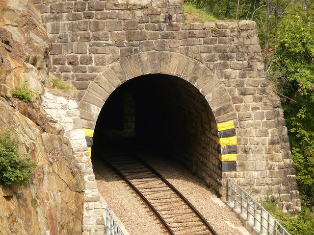 Eisenbahtunnel tunnel railway.