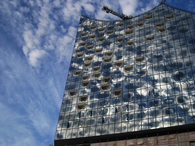 Elbphilharmonie südansicht major project clouds reflected, architecture buildings.
