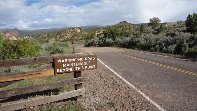 End road board usa.