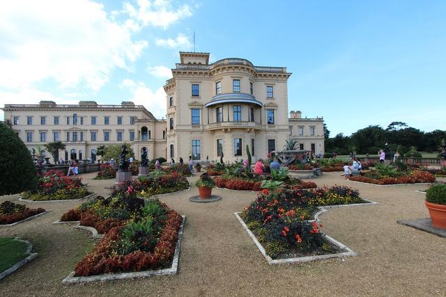 England castle victoria's garden.