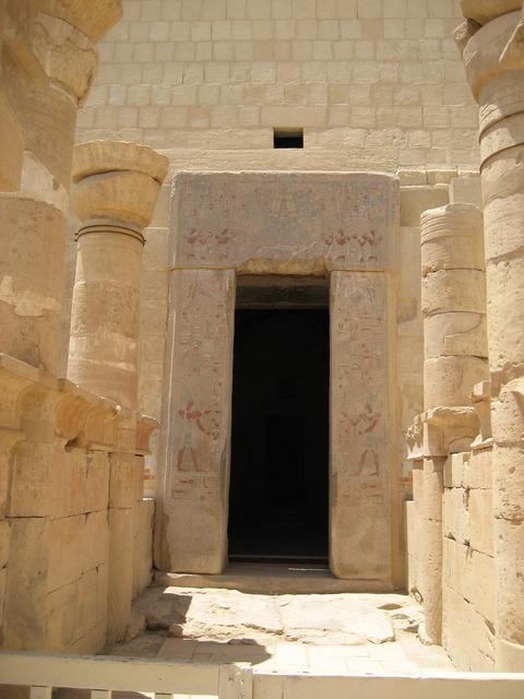 Entrance egypt columns, religion.