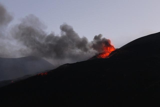 Eruption etna explosion.