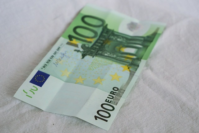 Euro 100 100 euro, business finance.