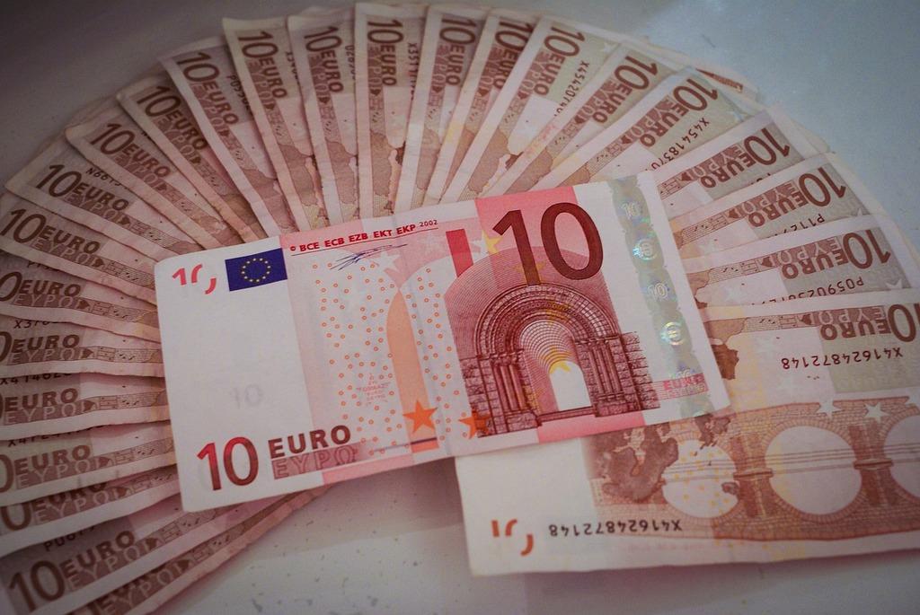 Euro bill rich, business finance.