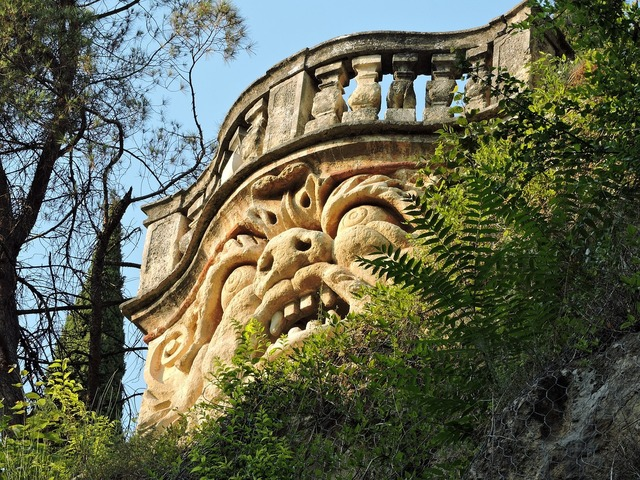 Face stone balcony.