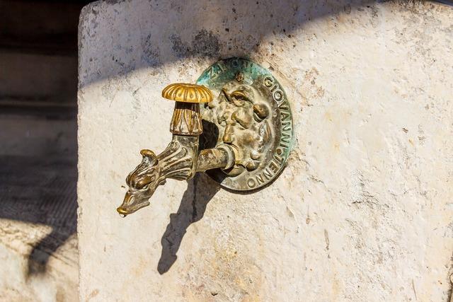 Faucet old metal.