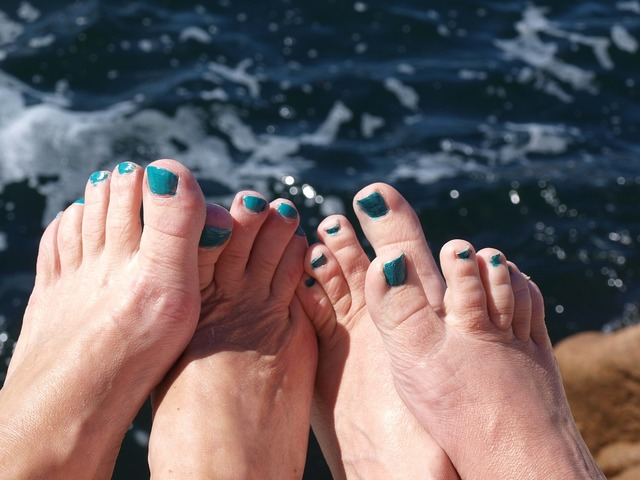 Feet nail polish tear, travel vacation.