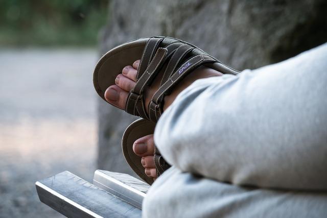 Feet sandals bank.