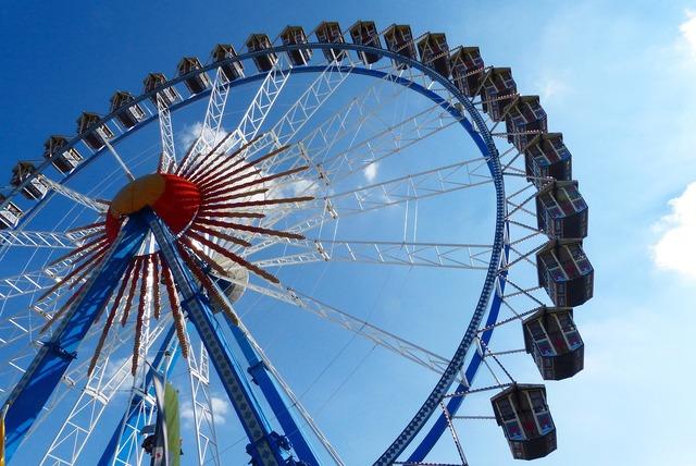 Ferris wheel pointed bummel oktoberfest.