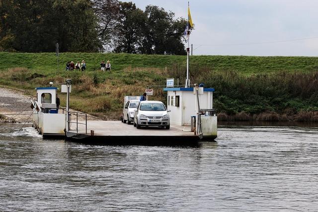 Ferry auto river.