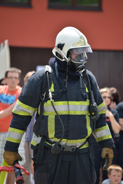 Feuerloeschuebung respiratory protection fire, people.