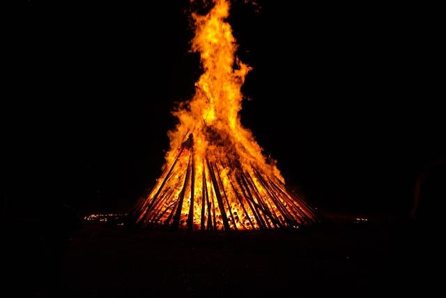 Fire fire circle hot.