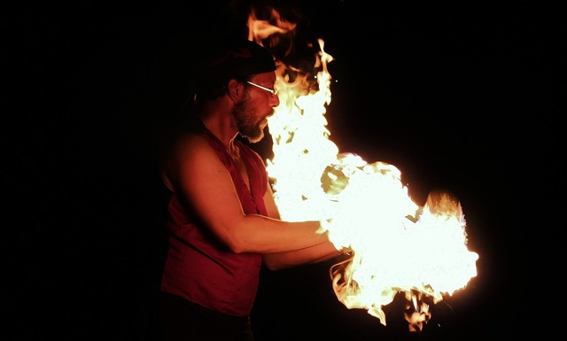 Fire fire show man, people.
