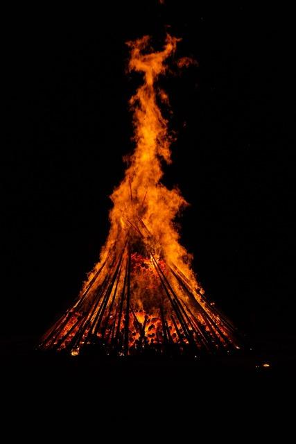 Fire hot heat.