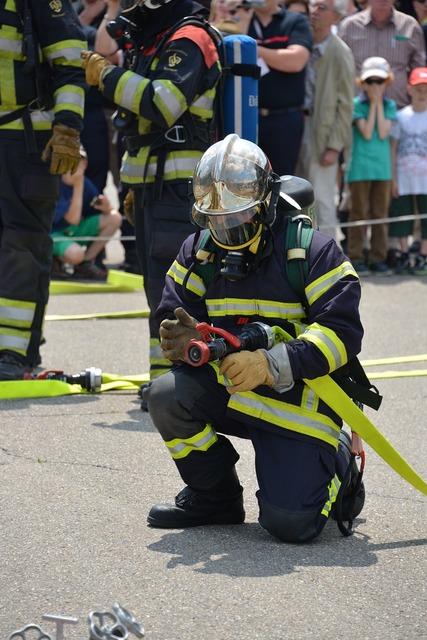 Fire respiratory protection feuerloeschuebung, people.