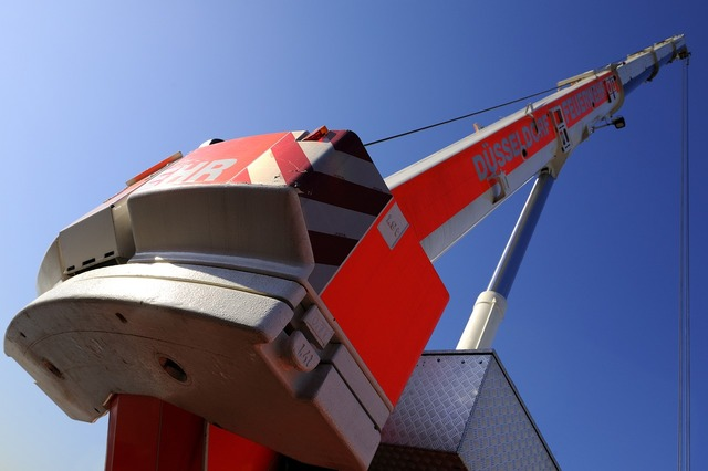 Firefighter crane fire düsseldorf, transportation traffic.