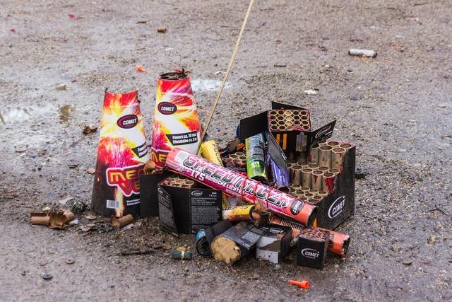 Fireworks pyrotechnics used, animals.