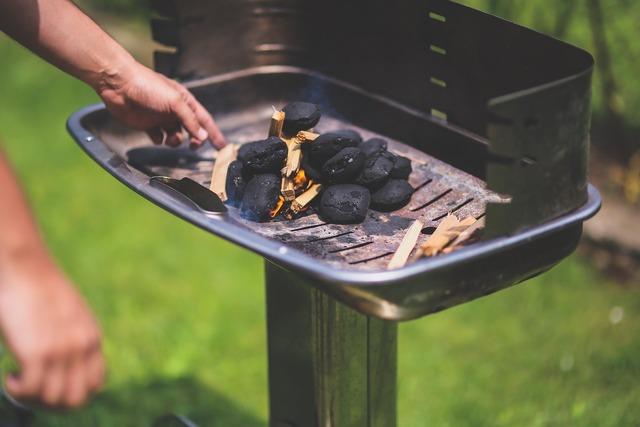 Firing firing up grill, people.
