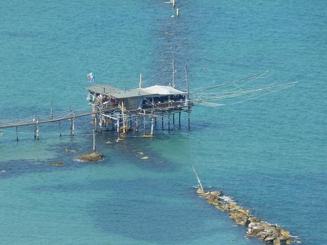 Fisherman's house web sea.