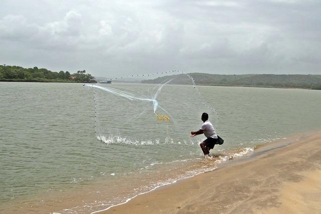 Fishing cast-net terekhol river.