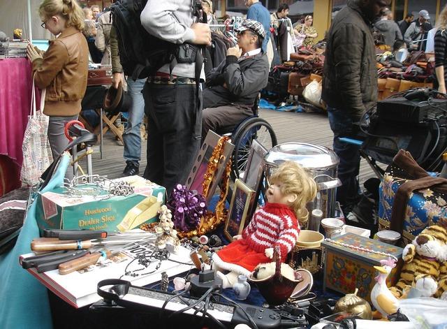 Flea market doll vintage.