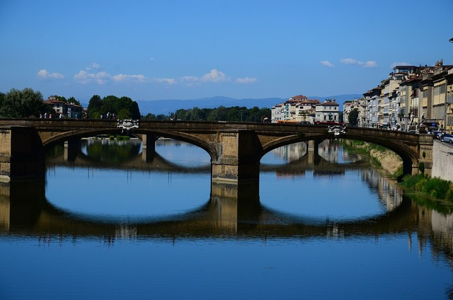 Florence italy bridge, places monuments.