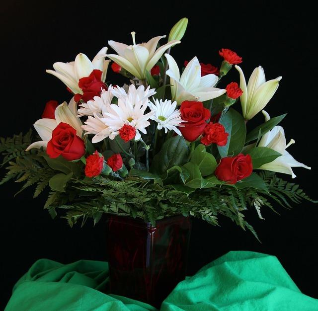 Flower vase bouquet arrangement.