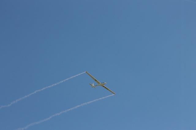 Flugshow flight glider pilot.