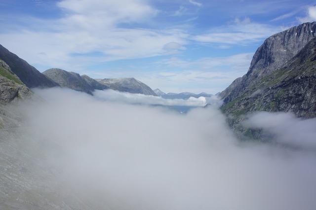 Fog norway mountains.