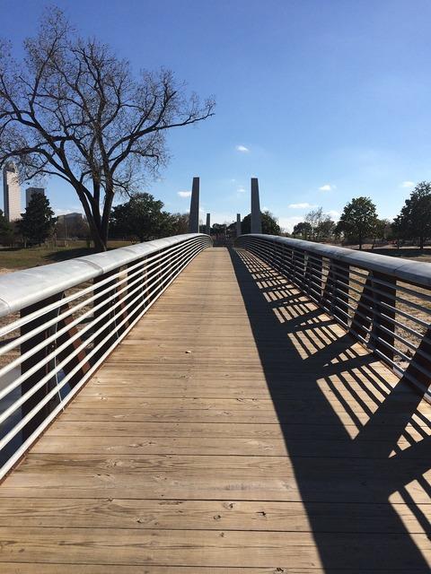 Foot bridge houston buffalo bayou.