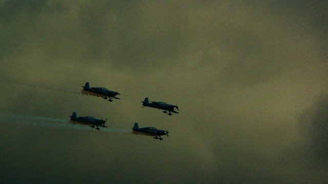 Formation flying flying aircraft.