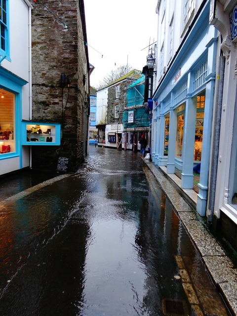 Fowey village cornwall, transportation traffic.