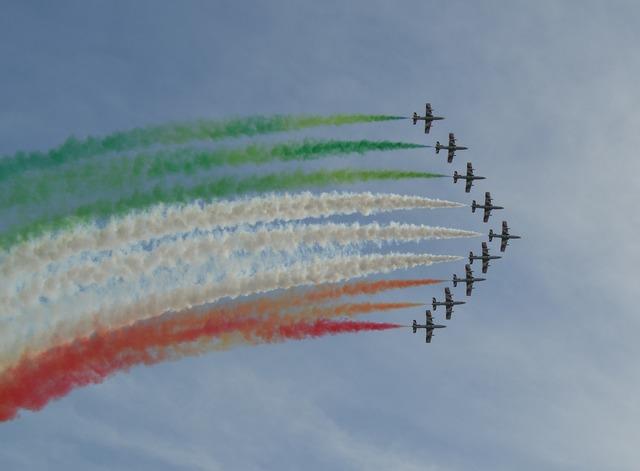 Frecce tricolori italy air force.