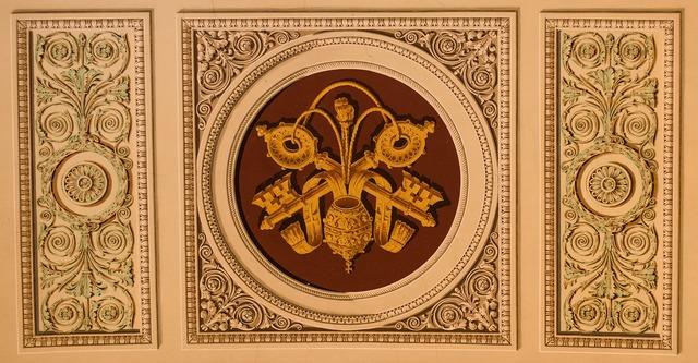 Fresco coat of arms key.