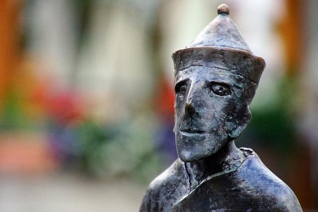 Friar statue bronze, architecture buildings.