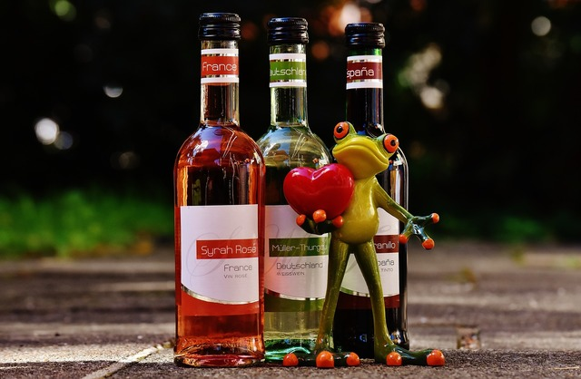 Frog love celebrate, emotions.