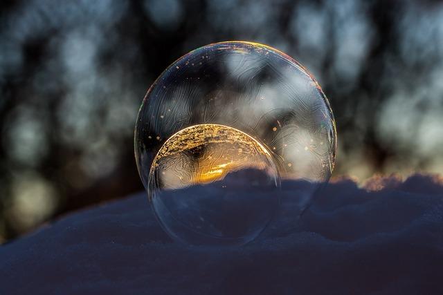 Frozen seifenblasen soap bubbles slightly frozen, nature landscapes.