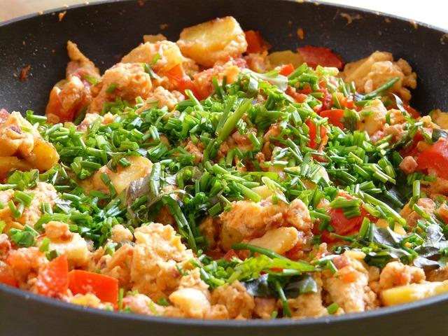 Fry up pan eat.
