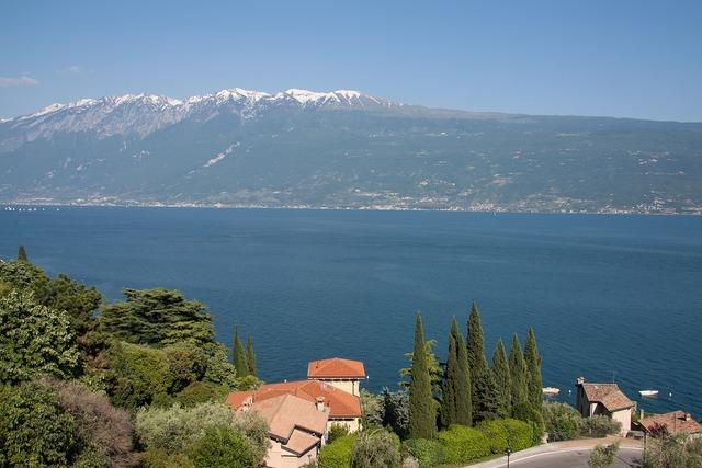 Garda lake mountains.