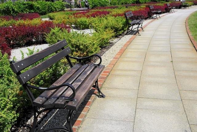 Garden square bench.
