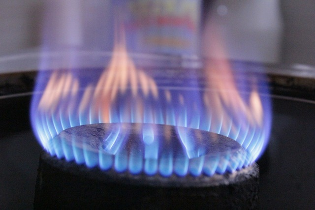 Gas fire hot, food drink.