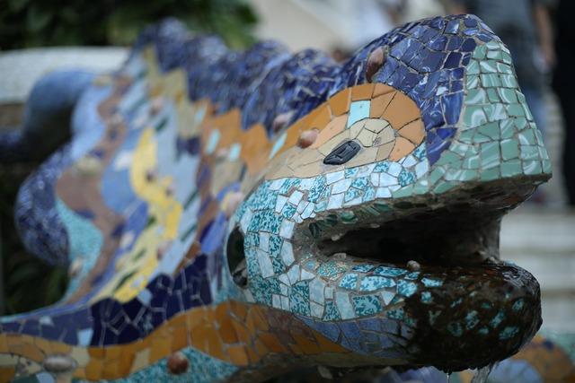 Gaudí lizard trencadís, architecture buildings.